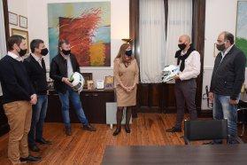 Entregan cascos al municipio de Colonia Avellaneda para reforzar la seguridad vial