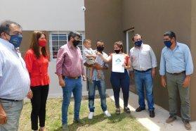 Se entregaron nuevas viviendas para familias de tres localidades entrerrianas