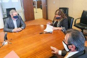 Firman convenio para capacitar a las provincias en materia de asfalto