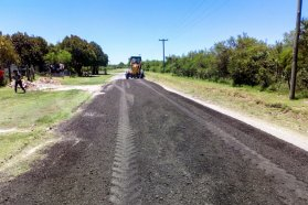 Se trabaja en el mantenimiento de caminos rurales del departamento Paraná