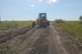 Trabajan en camino productivo del departamento Paraná