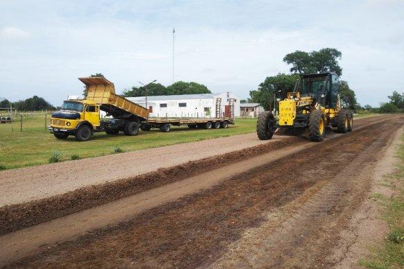 Vialidad continúa con el mantenimiento de caminos en zonas productivas del departamento Paraná