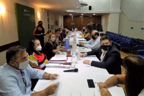 La provincia y representantes docentes hicieron una mesa de trabajo para garantizar un regreso seguro