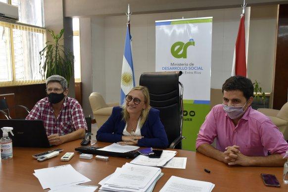 Desarrollo Social y el INTA impulsan acciones conjuntas para la agricultura familiar y la Economía Social
