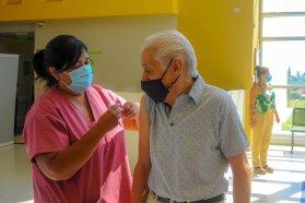 Esta semana comienzan a vacunar contra el Covid a mayores de 60 años