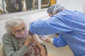 Este jueves se vacunó a 890 adultos mayores de 70 años en Paraná