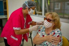 Comienza la inscripción a adultos mayores de entre 60 y 69 años para vacunarse contra el covid