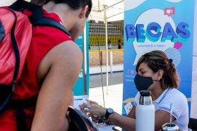 Estudiantes de Paraná recibieron atención del Becario en una nueva recorrida por los barrios