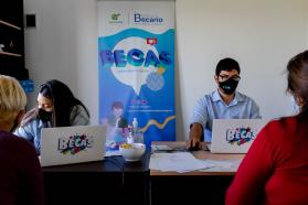 El Becario atendió con su equipo móvil a estudiantes de la zona rural del departamento Feliciano