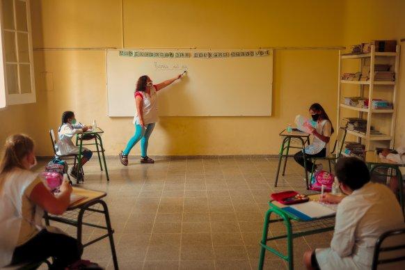 Autoridades educativas de la provincia ratificaron la continuidad de la actividad educativa de forma presencial
