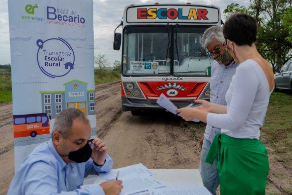 El Becario verificó el cumplimiento de los protocolos en el transporte escolar rural