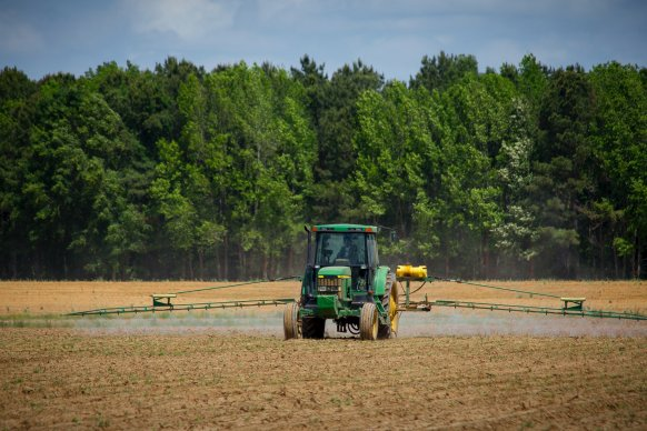 El gobierno insta a empresas y aplicadores de fitosanitarios a renovar su habilitación