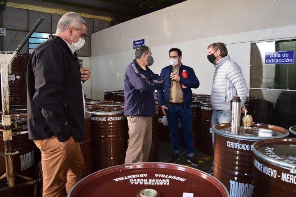 Bahillo visitó una cooperativa de productores apícolas del departamento Paraná