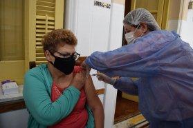 Instan a que los adultos mayores de 65 y grupos patológicos se apliquen la vacuna antigripal