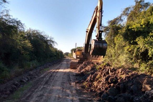 Trabajan en el alteo y consolidación de caminos productivos del departamento La Paz