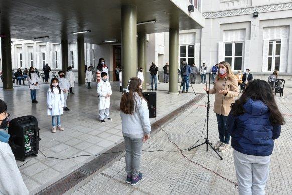 El gobierno ratifica las condiciones de presencialidad administrada y la vacunación a los docentes