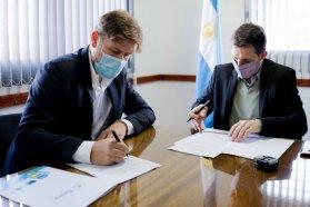 El Becario firmó el convenio con la Uader que facilita a los estudiantes la gestión de becas