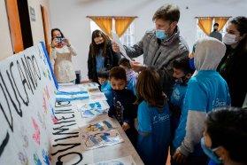 El Becario entregó en Tala kits a niños y niñas que asisten al programa de apoyo escolar del organismo