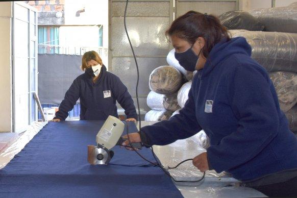 Continúa la venta de frazadas confeccionadas por cooperativas textiles entrerrianas a través de Sidecreer