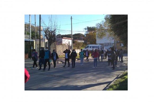 Prevención del cáncer cervicouterino: promocionan la autotoma del test de VPH en barrios de Paraná