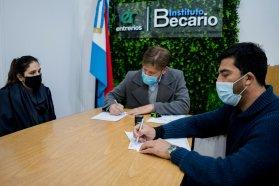 El Copnaf y el Becario firmaron un convenio para facilitar la gestión de becas a jóvenes sin cuidados parentales