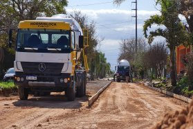 Con aportes provinciales y municipales avanza la pavimentación de la avenida Sarmiento de San Salvador