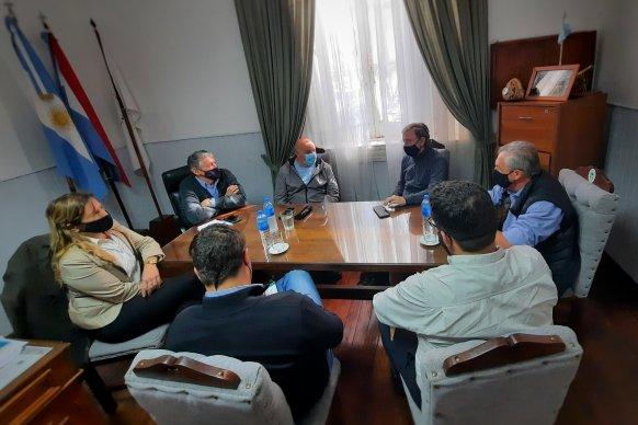 Bahillo visitó a emprendedores de economías regionales y la industria del software en Tala y Uruguay