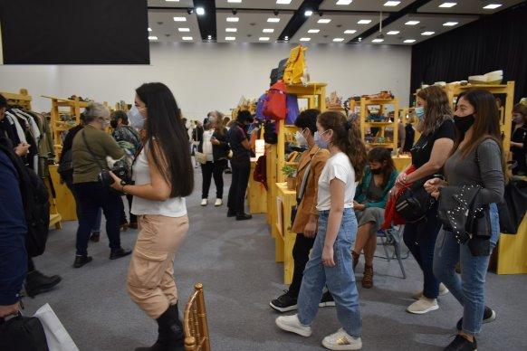 En la Feria del Centro  emprendedores se quedaron sin stock por el volumen de ventas
