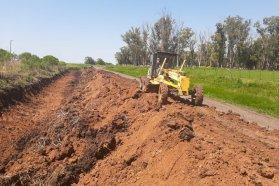 Realizan tareas de conservación en la RPN° 10, en el departamento Villaguay