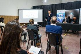 El Becario expuso su programa Puente al Trabajo en ocho ciudades y lo presentará oficialmente