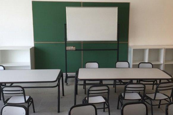 El gobierno equipará con mobiliario a más de 200 escuelas de toda la provincia