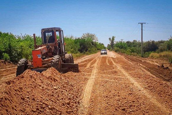 Continúan los trabajos de recuperación y afirmado de la Ruta 42 en el departamento Uruguay
